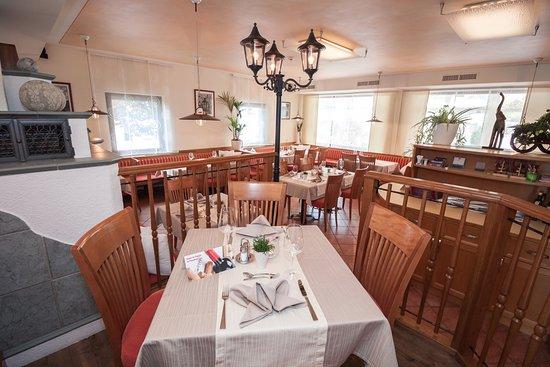 Hofer's Wirtshäusl: Unser gemütliches und modernes Restaurant