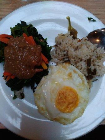 Surya Asia Hotel: breakfast : nasi megono + fried egg + pecel