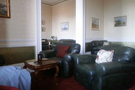 North West Castle Hotel: lounge