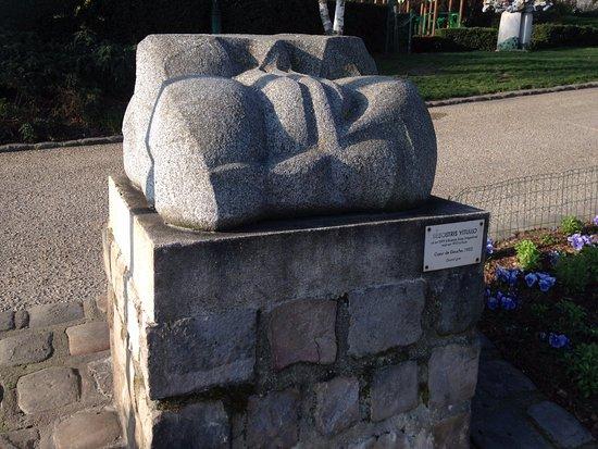 Sculpture picture of jardin tino rossi paris tripadvisor for Jardin tino rossi