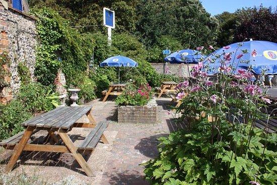 Felpham, UK: side garden