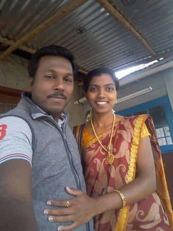 Devikulam, อินเดีย: With my betterhalf at Lockhart Te Factory