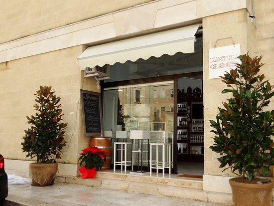 La Credenza Matera : L antica credenza shop winebar picture of
