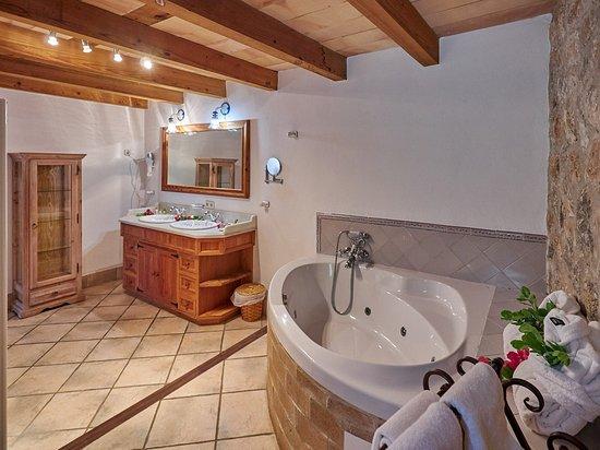 Finca Hotel Albellons Parc Natural: Ejemplo Baño Suite Superior/ Example  Toilette Suite Superior/