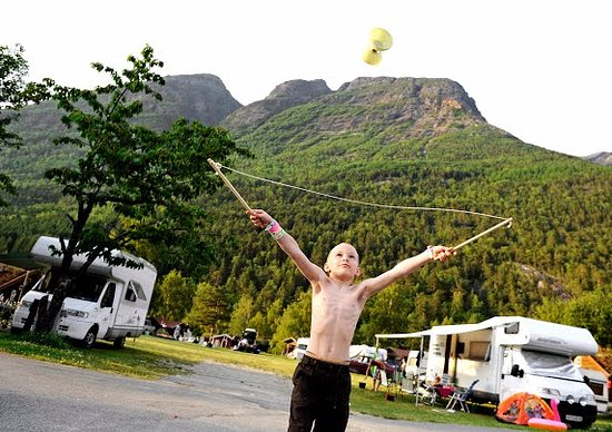 Kinsarvik, Norge: Playing at the campground