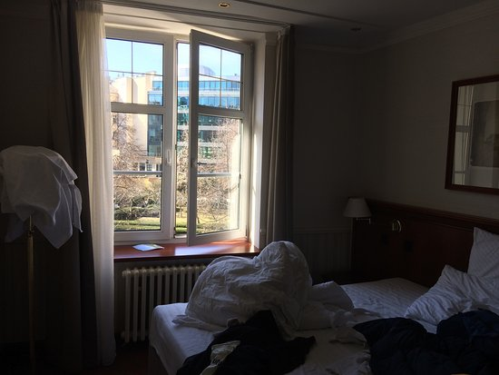 Adria Hotel Prague: Simple room, standard space, clean, but bed sleep because the pillow which is to big.