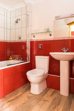 Laxton, UK: Deene Room Bathroom