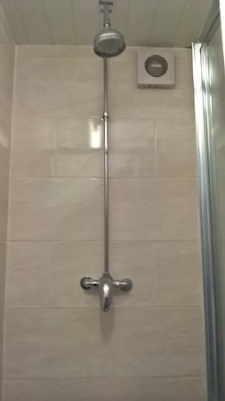 Barking, UK: Shower room