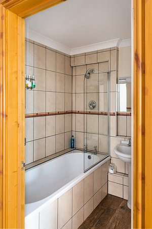 Laxton, UK: Rutland Room Bathroom