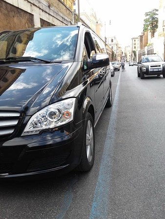 Caruso Limo Private Day Tours: All around wireless connection , cars equipments