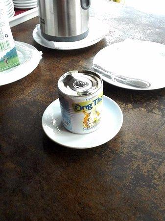 Blue Shell Resort: Вот так подают молоко для кофе в ресторане