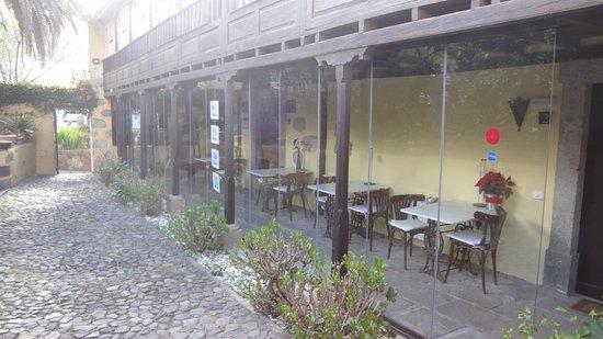 Vega de San Mateo, Espagne : Der Frühstücksbereich (Wintergarten) von außen