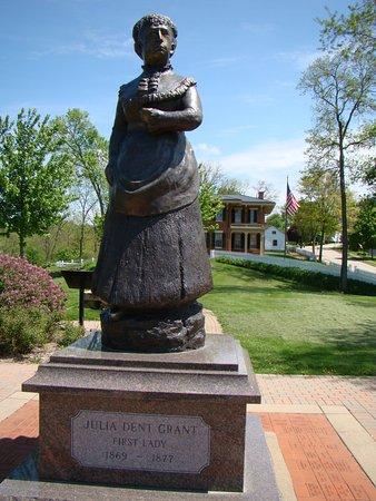 Galena, IL: Julia Grant Statue