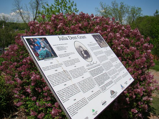 Galena, IL: Spring Blooms