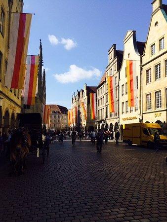 Prinzipalmarkt: Typische Giebelhäuser mit Geschäften
