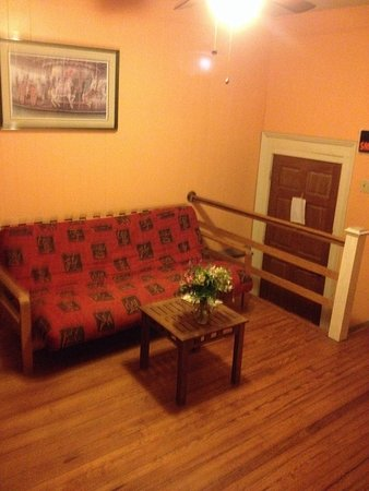Savannah International Pensione: Shared living room in guest house