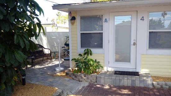 The Cottages at Madeira Beach : Cottage 4 Studio with private patio