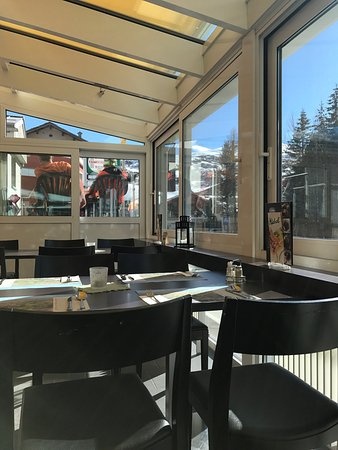 Bivio, Suiza: Inside the covered terrace