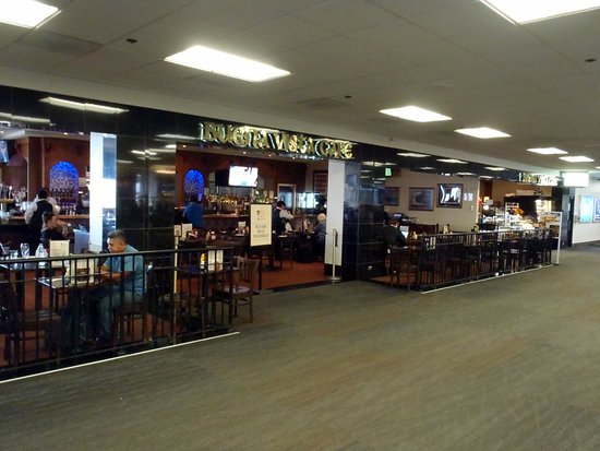 San Bruno, CA: the bar & seating area along the concourse for Buena Vista Cafe