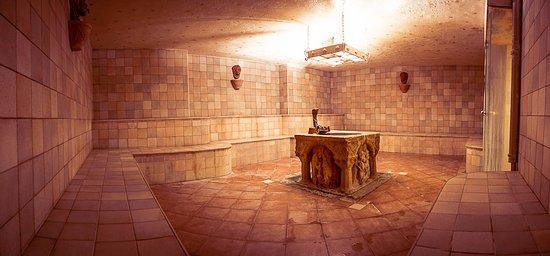 Vasca d 39 acqua fredda ideale dopo un 39 entrata in sauna o in - Prima sauna o bagno turco ...