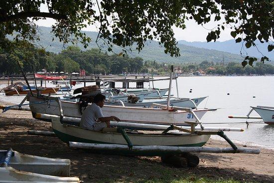 Anturan, Indonesia: på stranden