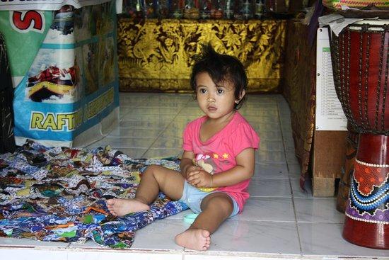 Anturan, Indonesien: pige i butik