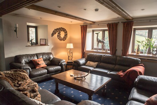 Tarr Steps, UK: Comfortable room with large dining table and lounge area for groups