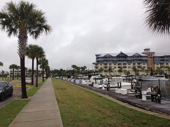 Ruskin, FL: From beach the townhouse we were in was far back and to the left. Harborside &marina in foregrou