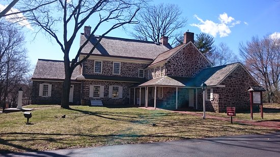 Pottstown, PA: The museum entrance is located at the back of the manor, near the parking area.