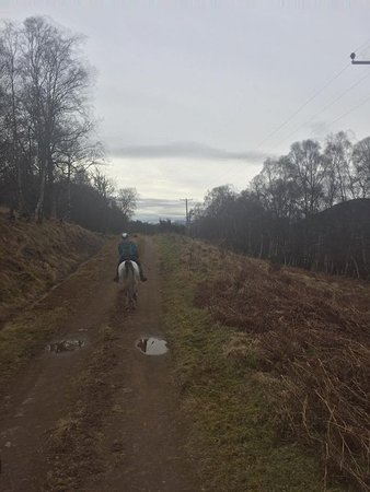 Dores, UK: Heading down the trail
