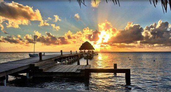 Xanadu Island Resort: Sunrise over the Xanadu dock