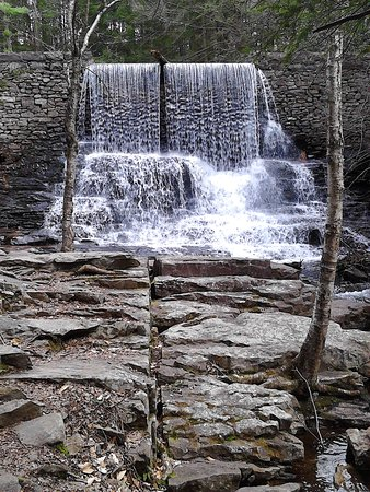 White Haven, PA: Pretty waterfall.....perfect spot for a picnic! Just saying..... ;)