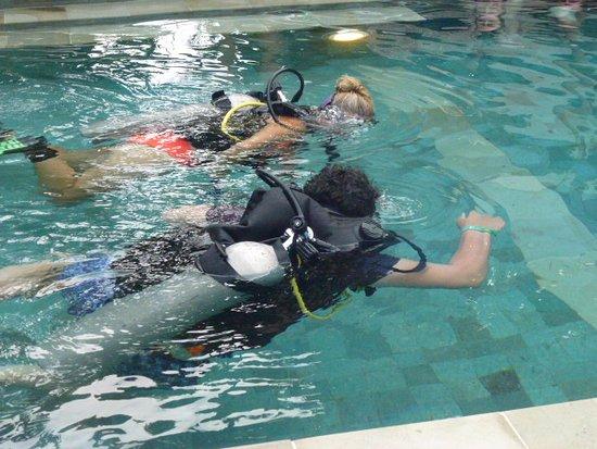 Bali Hai Diving: Pool Training