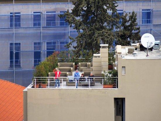 Plaka Hotel: Rooftop bar taken from Acropolis