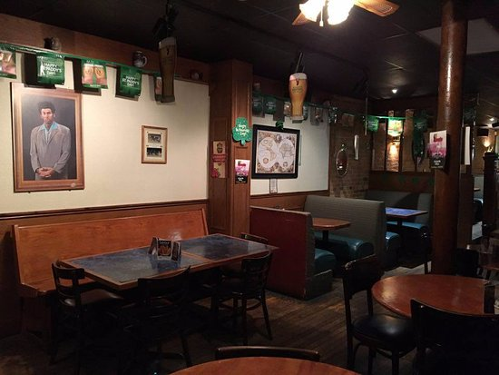 Tillsonburg, كندا: St. Paddy's Decor-Back restaurant area.