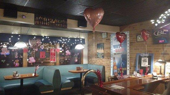 Tillsonburg, كندا: Valentine decor-Front Booths.