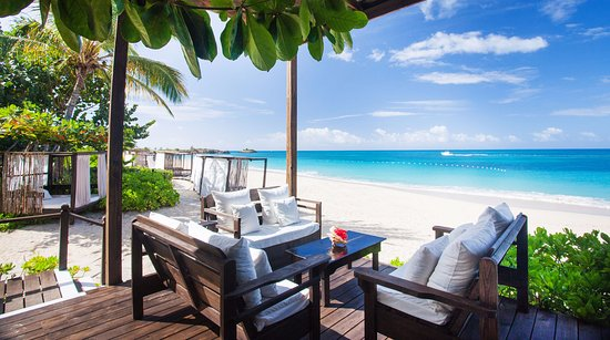 Turners Beach, Antigua: Lounge area with ocean view