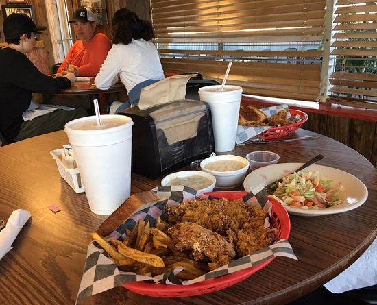 Graford, TX: Great steak finger baskets and sweet tea!