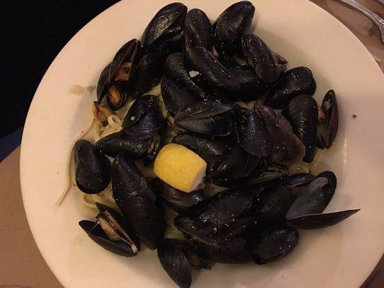 Canton, CT: Mussels w/ Linguini