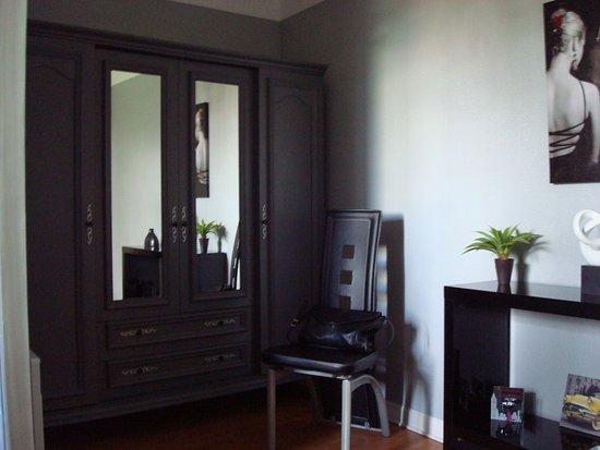 Biaudos, France : armoire de rangements
