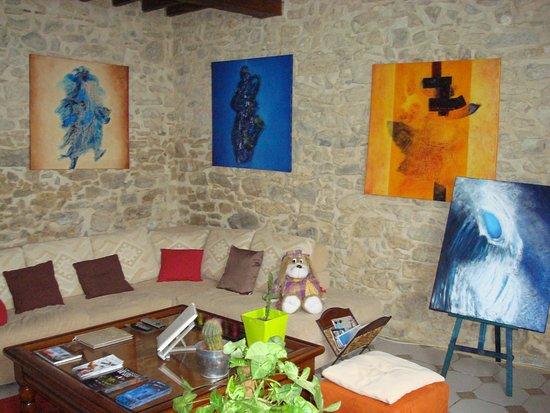Biaudos, France : salon et lecture