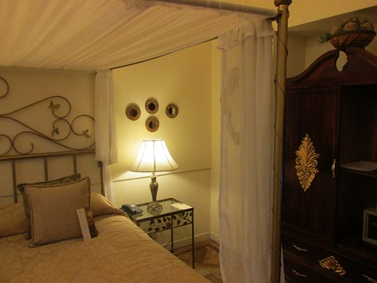 Boutique Hotel Mansion del Angel: bedroom with king size bed