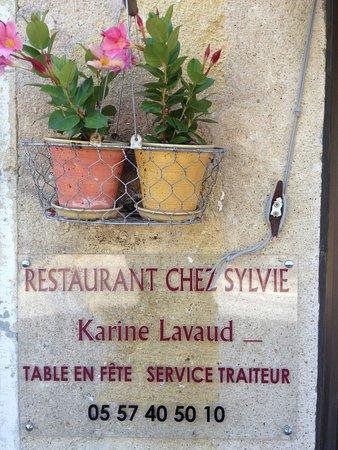 Pujols, Prancis: Façade