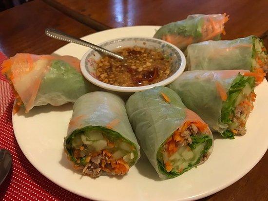 Lilypop Restaurant: 米纸卷 rice paper spring roll
