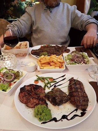 Dilsen-Stokkem, بلجيكا: Ierse steak en gemengde grillschotel