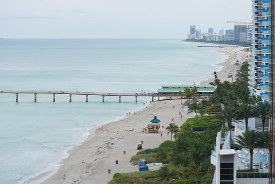 Sunny Isles Beach, FL: Had a side view balcony, this is looking south.