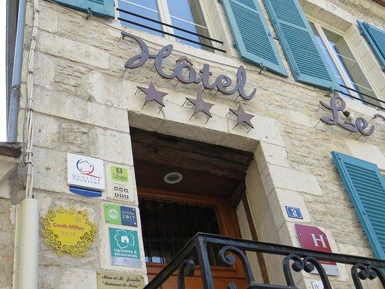 Hotel-Restaurant Le Marius : Ne vous trompez pas de porte, le restaurant c'est en bas