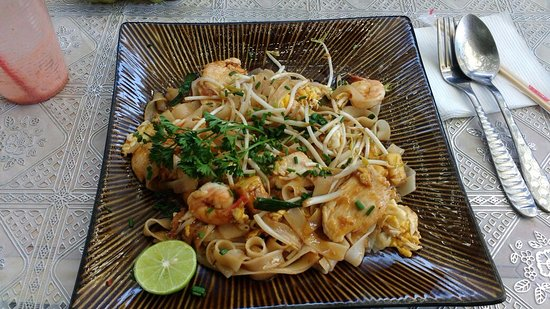 Santiago Metropolitan Region, Chili: Pad Thai , with chicken, tofu and prawns