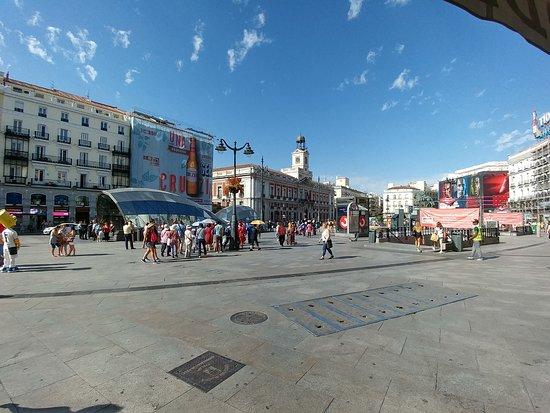 Puerta del sol obr zek za zen puerta del sol madrid for Puerta del sol madrid mapa
