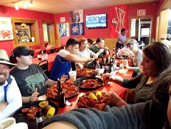 Seafood Palace: Crswfishin, beerin n shotin!
